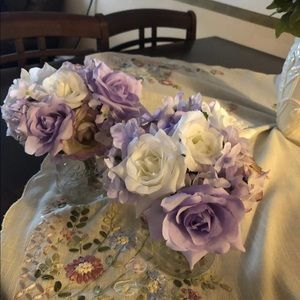2 bunches of artificial flowers
